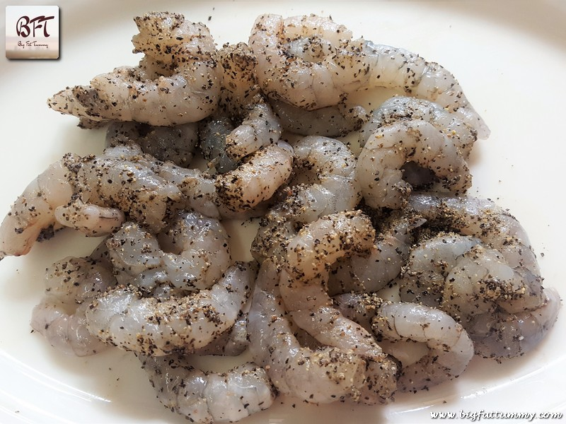 Preparation of Pepper Rawa Fried Prawns