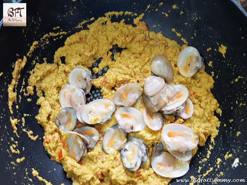 Making of Tisryo Corop / Goan Shell-Fish / Clam curry.