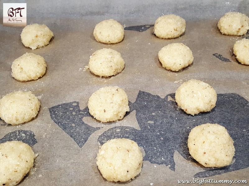 Making of Quick Bolinhas (coconut-semolina cookie)