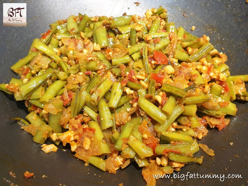 Preparation of Cluster Bean Peanut Bhaji