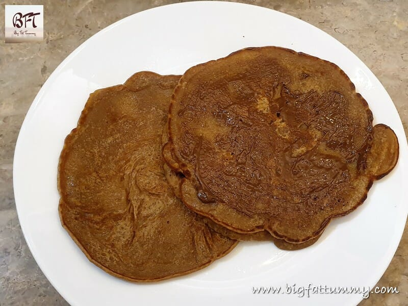 Eggless Sweet Wheat Flour Polle / Pancakes with Nutella Spread
